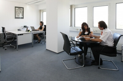 Обговорення чинних правил отримання ліцензії на працевлаштування за кордоном