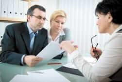 Банківські співробітники нав'язують послуги страхової компанії