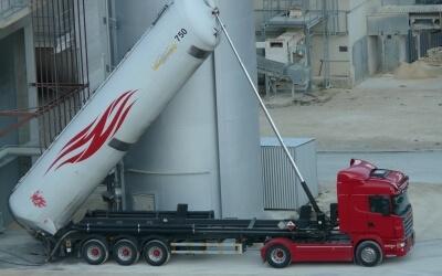 Обновлено правила перевозки, выдачи свидетельств и согласования маршрута на дорожную перевозку опасных грузов